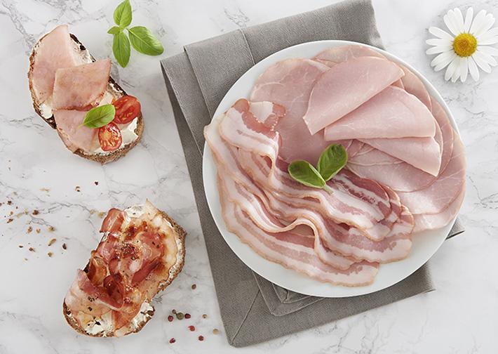 Fournisseur produits bios_bacon et tranches de lard sur assiette